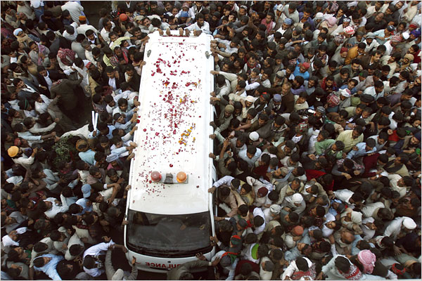 bhutto mourned 1.jpg (109975 bytes)